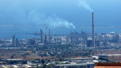 Lukoil vende raffineria Isab in Sicilia