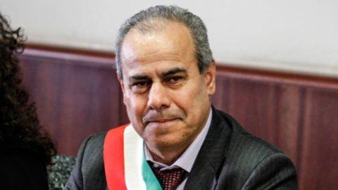 Rifiuti, arrestato sindaco Torre del Greco