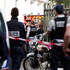 Parigi, auto investe sei militari: 2 feriti gravi