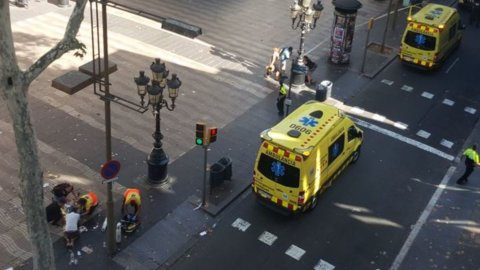 Barcellona, furgone su folla: morti e feriti
