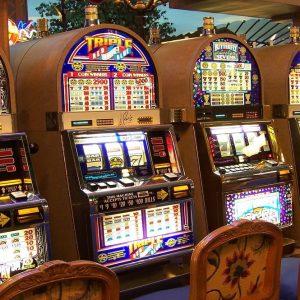 Slot machine e gioco d'azzardo, arriva la stretta: le nuove regole