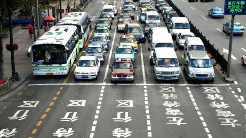 Auto, Cina verso addio a diesel e benzina