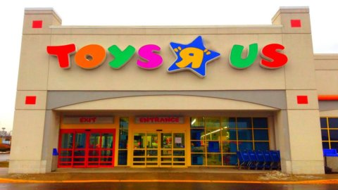 Giocattoli, Toys'R Us dichiara bancarotta