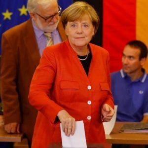 Elezioni Germania: Merkel vince ma perde voti, boom ultradestra, crollo Spd