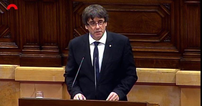 "Catalogna, Puigdemont rinuncia ma si inventa un ""Governo ombra"""